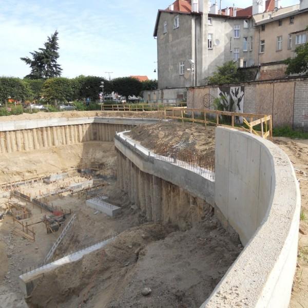 palisada-nadbudowana-murem-oporowym